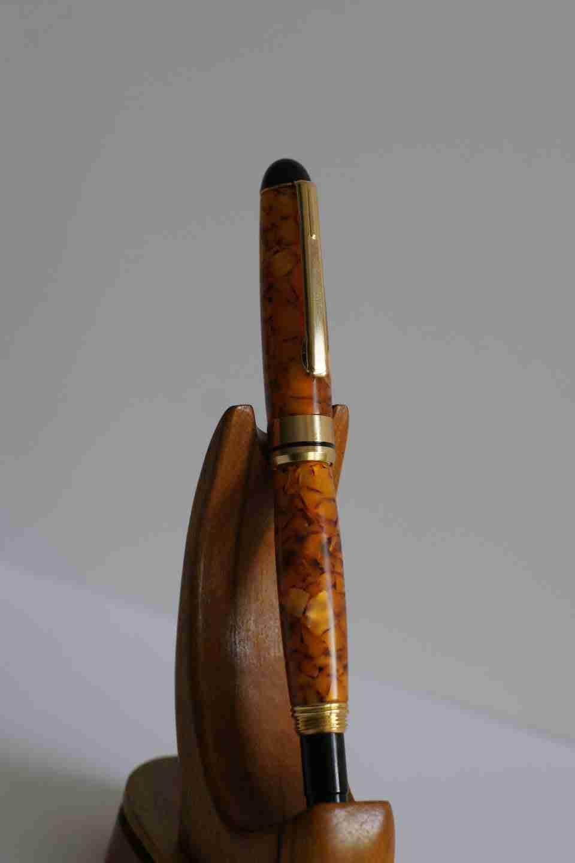 bút gỗ Mạ Vàng, Nhựa Acrylic