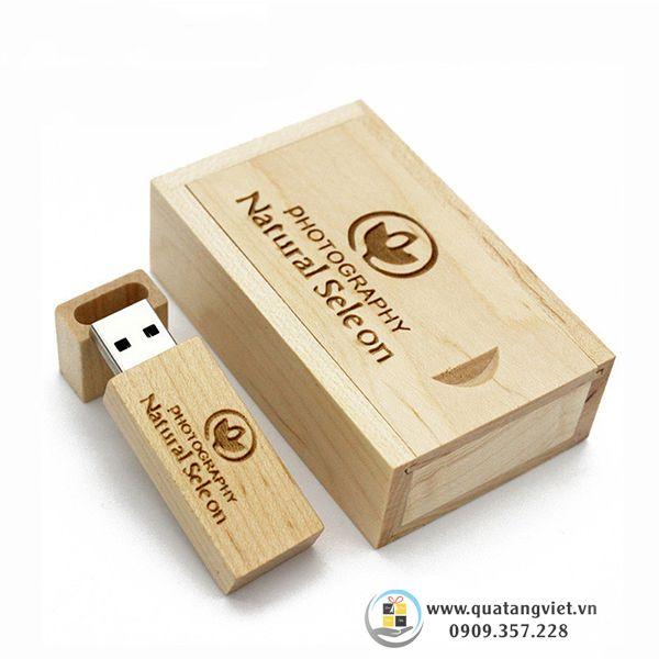usb gỗ và hộp gỗ khắc tên