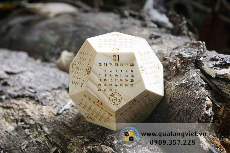 Lịch gỗ phong thủy