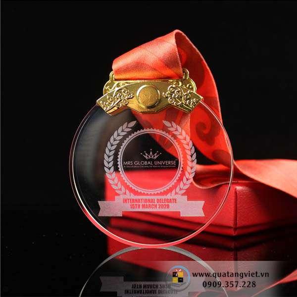 huân chương pha lê - quà tặng lưu niệm